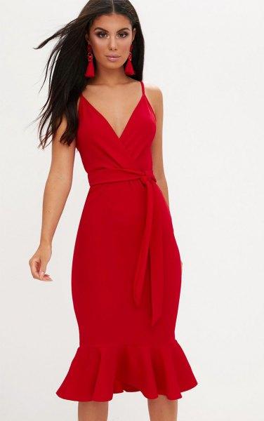 röd slips midi sjöjungfru slip klänning med matchande klackar