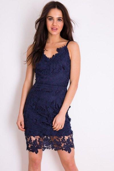 marinblå miniklänning med spaghettiband, älskling och spets