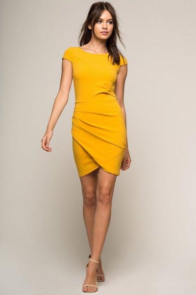 Bodycon wrap-klänning med senapsgula ärmar
