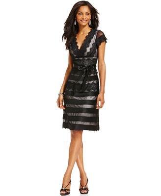svart randig, halvtransparent klänning med kepsärmar