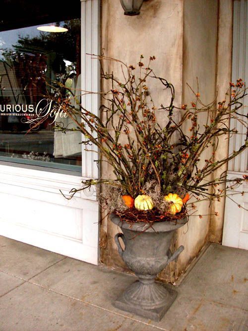 Touches of Nature: 35 Cute Twig Fall Décor Ideas    Höstens Halloween.