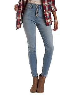 svart och röd rutig flanellskjorta med smala ljusblå jeans