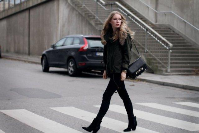 svart casual jacka med matchande smala jeans och mockaskor