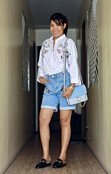 vit skjorta med blommönster broderade jeansshorts