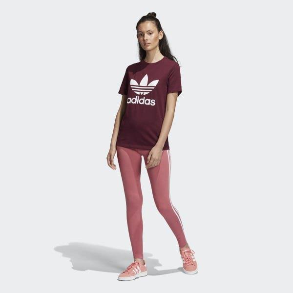 svart grafisk t-shirt med rosa och vita randiga leggings