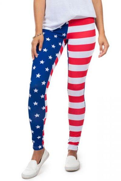 vit t-shirt med amerikanska flaggan leggings och slip-on canvas skor