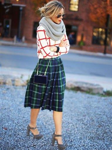 grön rutig kjol med röd och vit tröja