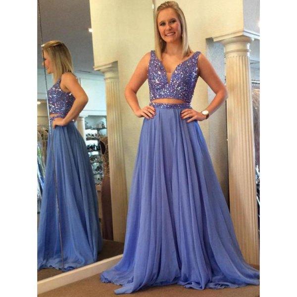 ljusblå tvådelad golvlång veckad klänning i chiffong