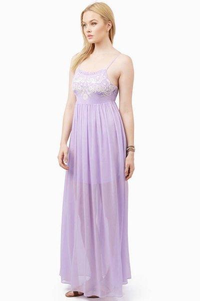 Vit och lavendel färgblock älskling halsringning veckad chiffongklänning