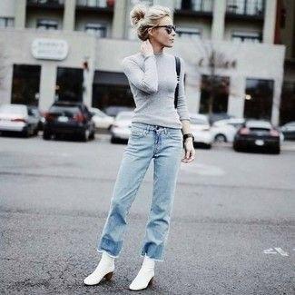 Figur-kramar grå stickad tröja jeans outfit