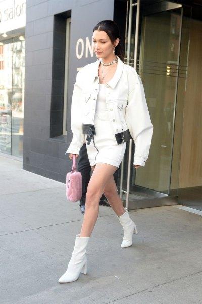 Läder ankel stövlar överdimensionerad vit jeansjacka