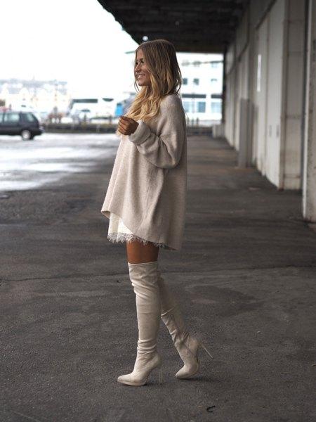 Krämfärgad vit minikjol av ulltopp