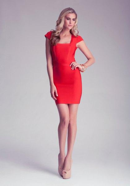 ljusröd bodycon-klänning med ärmslut och en fyrkantig halsringning