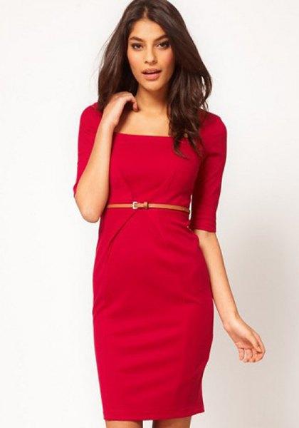 röd knälång skiftklänning med bälteärmar