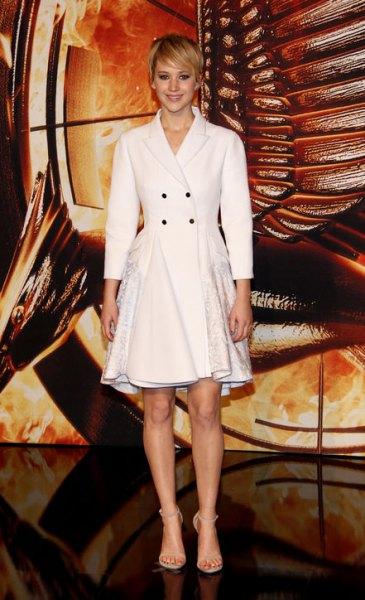 vit blazer utsvängd kappa klänning med klackar med öppna tå