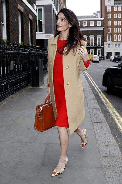 Lång kappa klänning med röd midiklänning