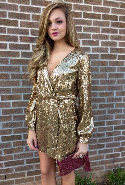 Guld långärmad klänning med paljetter