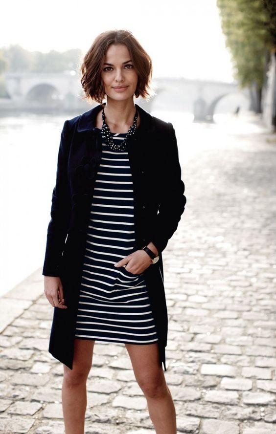 svart och vit randig fransk klänning
