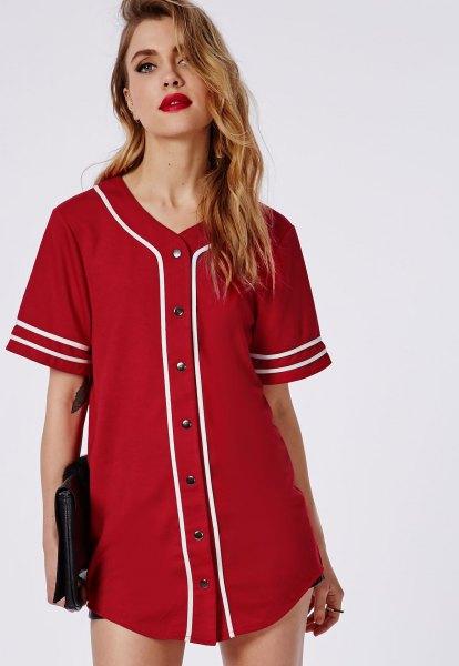 Röd Button Up tunika basebolltröja med svarta minishorts