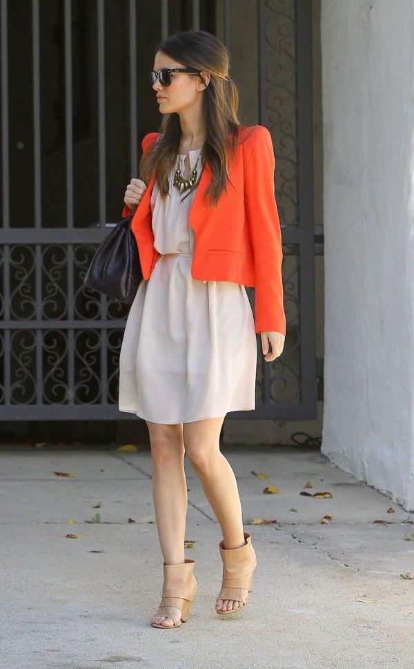 Bästa orange bomullsjacka med blekrosa miniklänning med rynkad midja