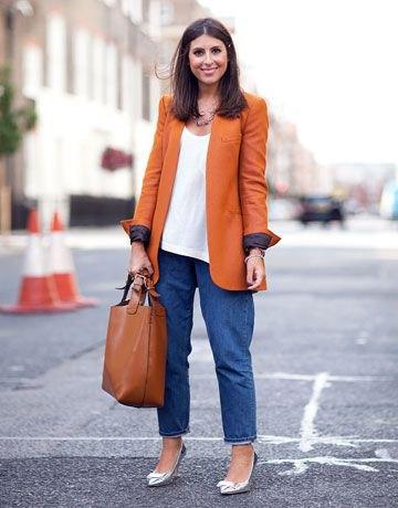 bästa orange överdimensionerade jacka med blå vida jeans