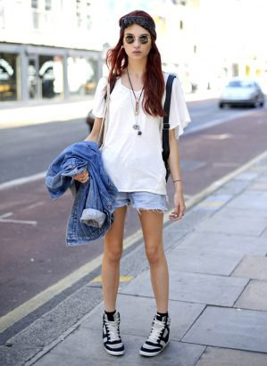 Jeansjacka oversize vit t-shirt