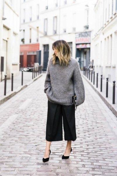 grå oversized stickad tröja svart culottes.
