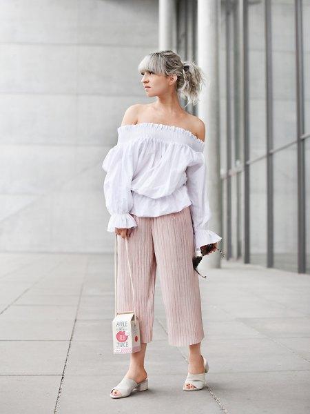 off shoulder white blus blekrosa culottes