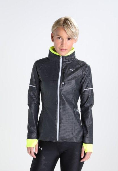 svart och citrongul sportjacka med löparshorts