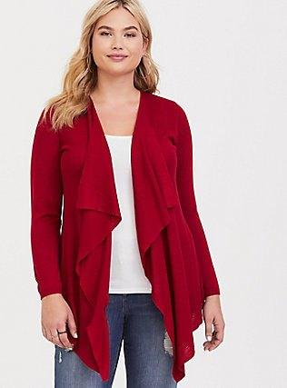 röd casual kofta med vit topp och pojkvän jeans