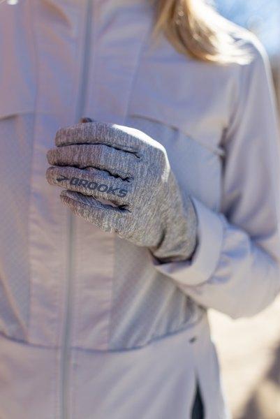 ljusgrå nylonlöpningsjacka med matchande handskar