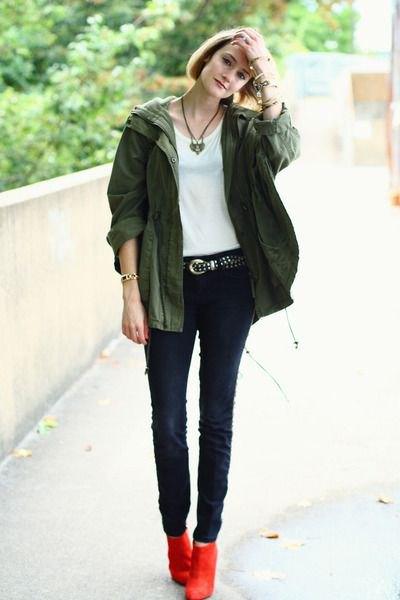 röda stövlar militärjacka skinny jeans