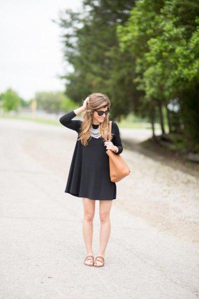 svart swing klänning uttalande halsband