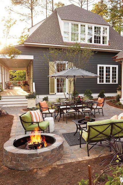 Perfekt design för uteplatsläggare |  Backyard patio, Backyard lusthus.