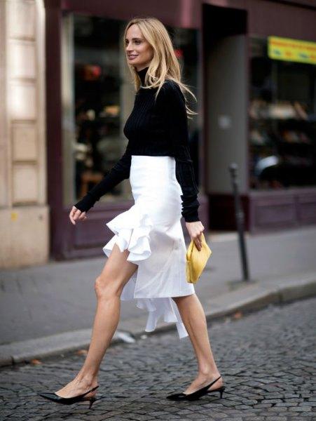 svart tröja med vit hög låg midikjol