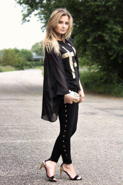 svart chiffongjacka med smala jeans och skor med öppen tå