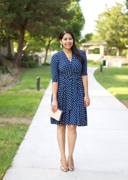Mörkblå och vit passform och utsvängd knälång klänning med halva ärmar