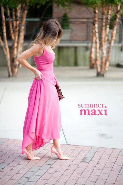 rosa maxi hög låg klänning med klackar och koppling med leopardmönster