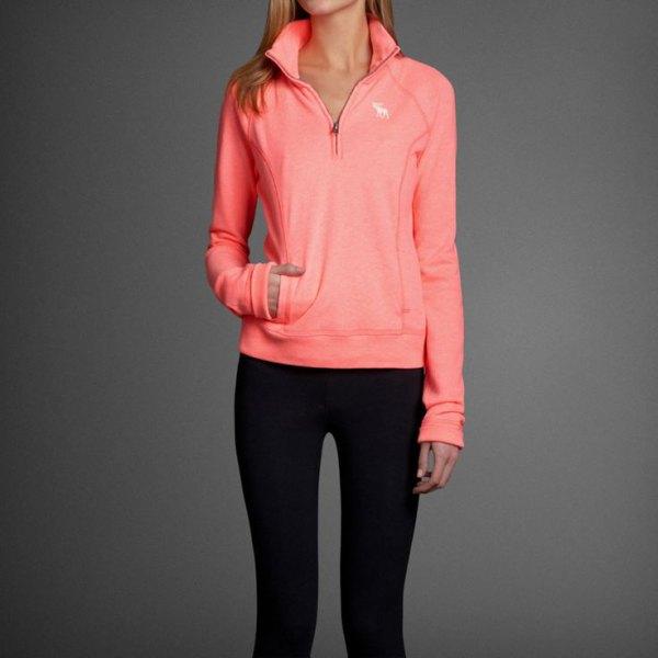 neonrosa tröja svarta skinny jeans