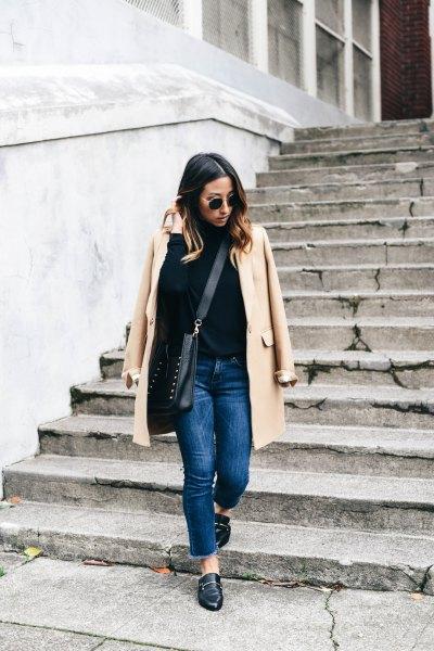 lätt crepe longline blazer med blå jeans och läderskor