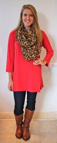 röd långärmad tunika med halsduk med leopardtryck