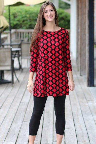 röd och svart mönstrad topp med korta leggings