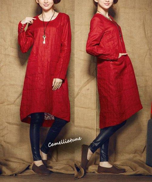 lång tunika i röd nylon med svart läder damask