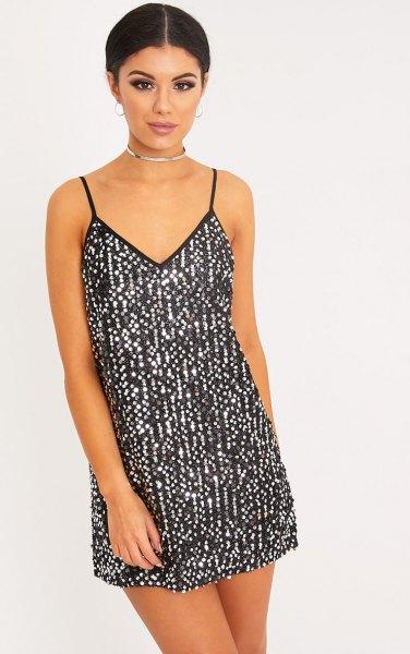 klänning i svart och silver med krage