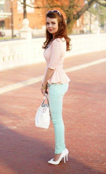 Peplum chiffongblus med vita skinny jeans
