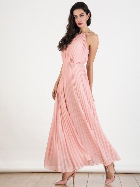 blush rosa halterneck rynkad midja veckad maxiklänning