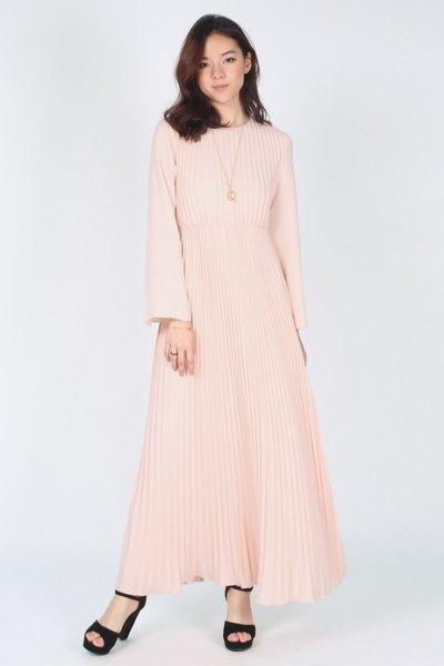 Rosa passform och flare långärmad veckad maxiklänning