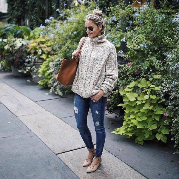 gräddfärgade, grovstickade jeans