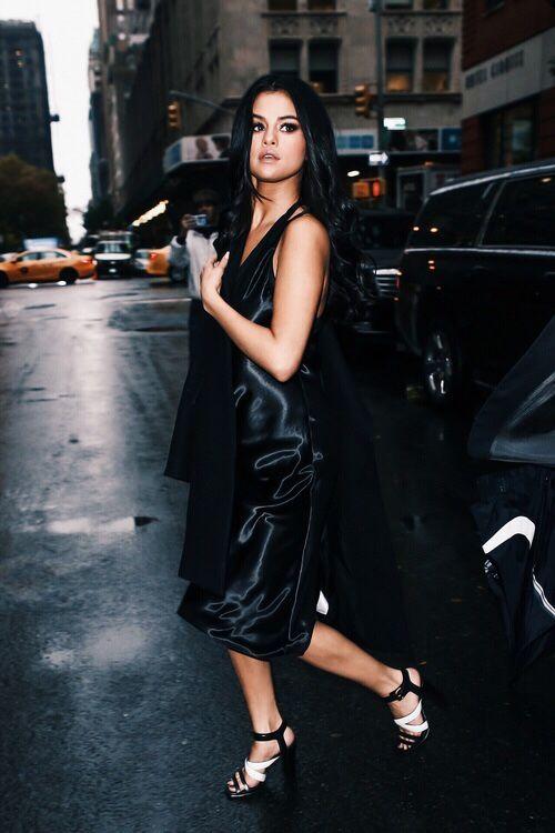 svart satin klänning superstjärna