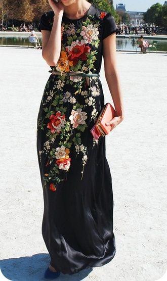 svart satin klänning broderad